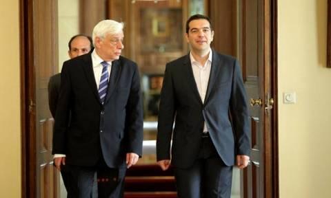 Κυπριακό: Συνάντηση Παυλόπουλου - Τσίπρα τώρα στο Προεδρικό Μέγαρο