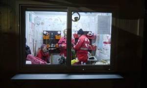 Στους προσφυγικούς καταυλισμούς της Μυτιλήνης ο Ερυθρός Σταυρός
