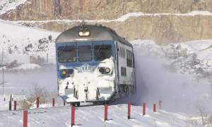 a04641fd2c7 Καιρός: Οδύσσεια για εκατοντάδες επιβάτες – Τέσσερα τρένα «κόλλησαν» λόγω  ψύχους