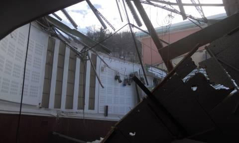 Καιρός: Κατέρρευσε στέγη θεάτρου από το χιόνι στη Μυτιλήνη