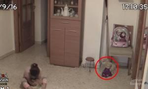 Βίντεο: Σατανισμένη κούκλα ζωντανεύει ξαφνικά, τρομοκρατεί κοριτσάκι και προκαλεί σεισμό!