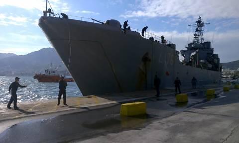 Μυτιλήνη: Οι πρόσφυγες αρνούνται να επιβιβαστούν στο αρματαγωγό του Πολεμικού Ναυτικού (video)