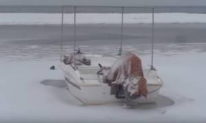 Καιρός: Πρωτόγνωρες εικόνες! - Πάγωσε η θάλασσα στην Μεθώνη Πιερίας (vid)