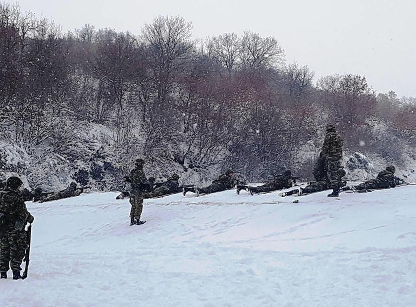 Έβρος - Χιόνια: Ο Ελληνικός στρατός δε σταματά πουθενά (συγκλονιστικές photos)
