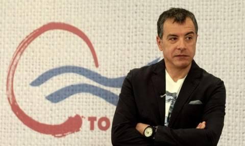 Θεοδωράκης: Με Καζαντζάκη απάντησε στην ανεξαρτητοποίηση του Ιλχάν Αχμέτ από το Ποτάμι