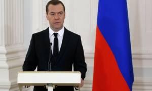 Медведев в День российской печати вручил премии правительства в области СМИ за 2016 год