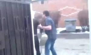 Αυτά δεν γίνονται: Πέταξε τη φίλη του σε κάδο απορριμμάτων γιατί νόμιζε ότι τον απατάει! (vid)