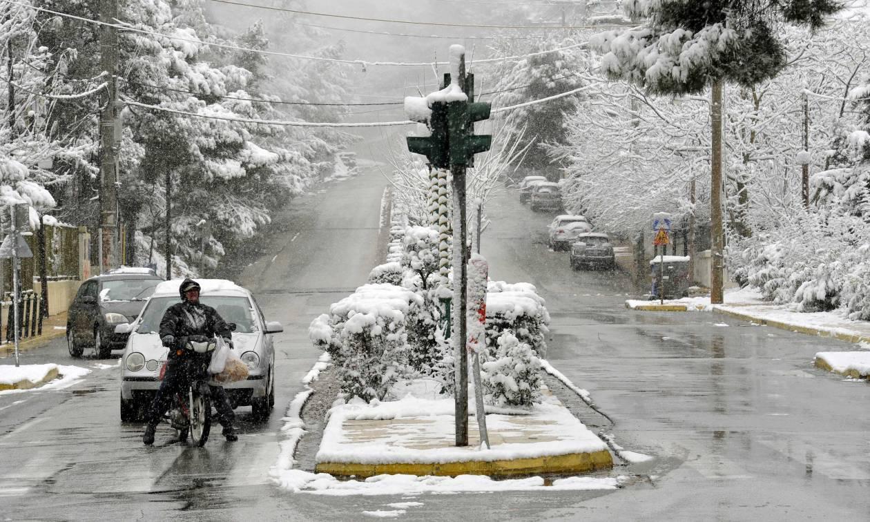 Meteo – Καιρός: Ο «Βίκτωρ» σκεπάζει και την Αθήνα - Αυτές τις περιοχές θα σαρώσει ο χιονιάς (ΧΑΡΤΕΣ)