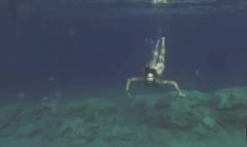 Αποκαλυπτικό βίντεο: Η Κλέλια Ρένεση ολόγυμνη με τον Manu Chao