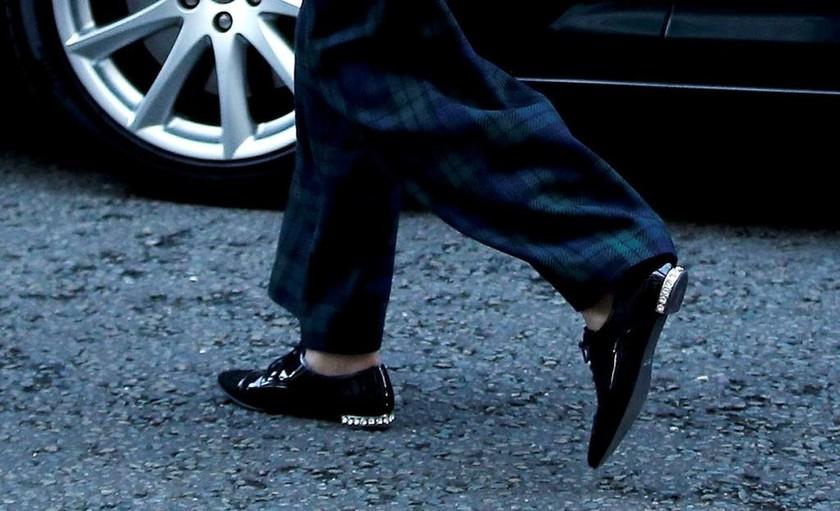 Brexit: Τα παπούτσια της Τερέζα Μέι που... τράβηξαν τα βλέμματα! (pics)