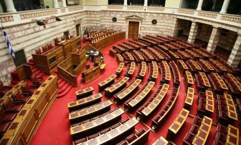 Βουλή: LIVE η προ ημερησίας συζήτηση για το αγροτικό