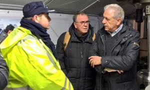 Αβραμόπουλος: Δεν μπορούμε να εγκαταλείψουμε αβοήθητους τους πρόσφυγες στο κρύο