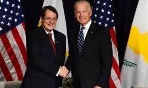 Για τα τεκταινόμενα στη Γενεύη ενημέρωσε τον Μπάιντεν ο Πρόεδρος της Δημοκρατίας