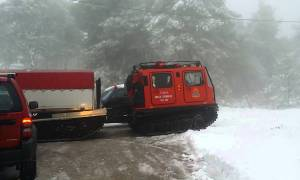 Ιωάννινα: Επιχείρηση της ΕΜΑΚ για απεγκλωβισμό εργατών από τα χιόνια
