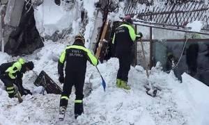 Χιονοστιβάδα - Ιταλία: Βρέθηκαν 6 άνθρωποι ζωντανοί στα συντρίμμια του ξενοδοχείου