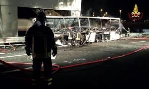 Τραγωδία στην Ιταλία: Τουλάχιστον 16 νεκροί σε δυστύχημα με λεωφορείο που μετέφερε παιδιά (pics)