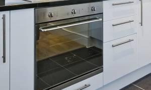 Γνωρίζετε σε τι χρησιμεύει το συρτάρι κάτω από τον φούρνο σας; (vid)