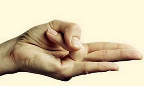 Δείτε γιατί πρέπει να κρατάμε καθημερινά το χέρι μας σε αυτή τη στάση! Το γνωρίζατε; (videos)
