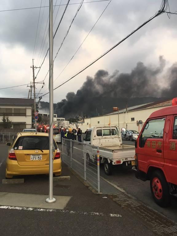 EKTAKTO: Συναγερμός στην Ιαπωνία - Τεράστιο πυρκαγιά σε διυλιστήριο πετρελαίου (Pics+Vids)