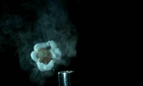 Θα πάθετε σοκ μόλις δείτε σε αργή κίνηση πώς ένα καλαμπόκι εκρήγνυται και γίνεται ποπ κορν (Video)