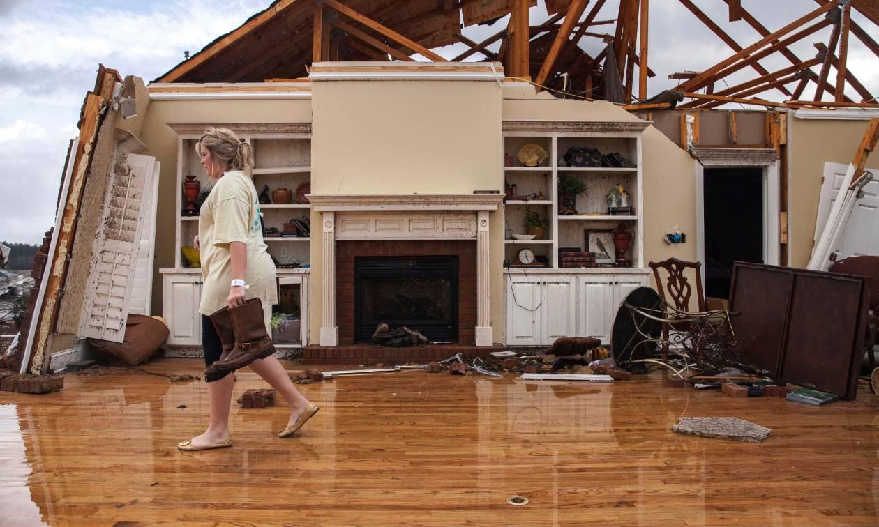 Εικόνες απόλυτης καταστροφής: 18 νεκροί από ακραία καιρικά φαινόμενα στη Τζόρτζια των ΗΠΑ (Pics)