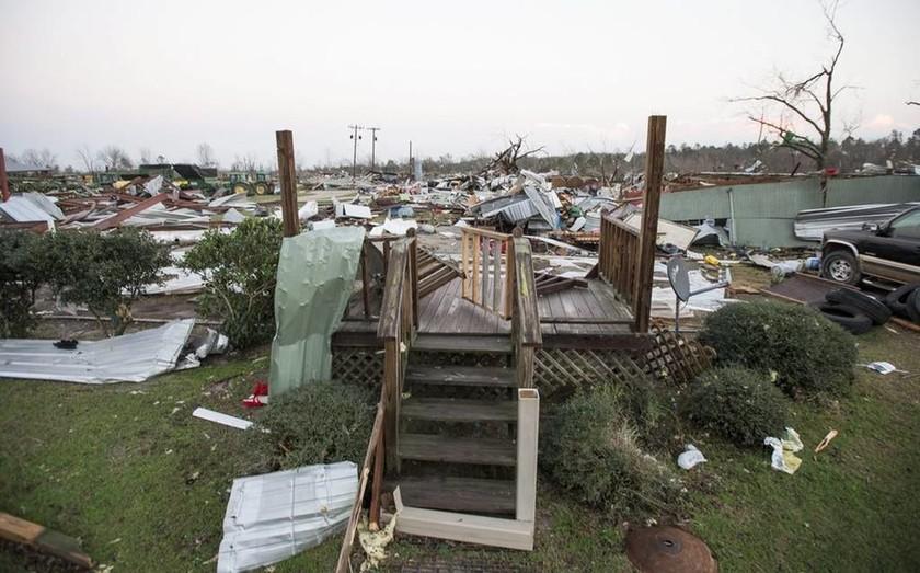 Εικόνες απόλυτης καταστροφής: 18 νεκροί από ακραία καιρικά φαινόμενα στη Τζόρτζια των ΗΠΑ