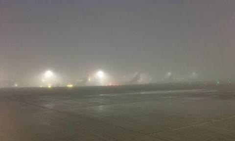 Λονδίνο: Η ομίχλη «έπνιξε» το Χίθροου - Εκατοντάδες ακυρώσεις πτήσεων (pics+vid)