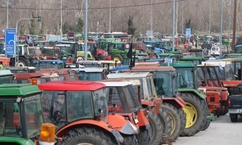 Μπλόκα αγρότων: Καθημερινός δίωρος αποκλεισμός της εθνικής οδού Πατρών-Κορίνθου