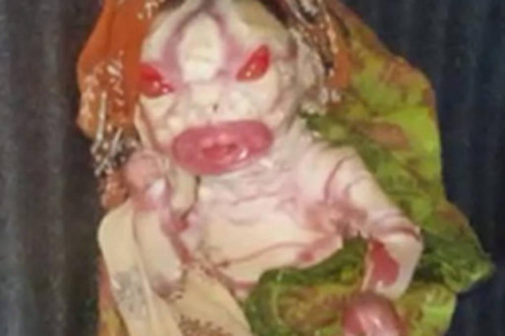 Σκληρές εικόνες: «Καταραμένη» μάνα γέννησε μωρό… τέρας και αρνείται να το ταΐσει (video+pics)