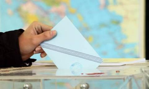Νέα δημοσκόπηση: Κατρακυλά η κυβέρνηση – Σταθερό προβάδισμα της ΝΔ