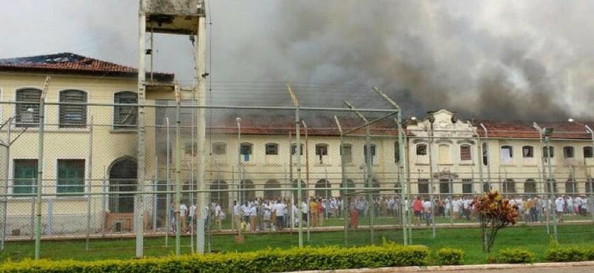 Εκρηκτική η κατάσταση στη Βραζιλία: Κρατούμενοι έκαψαν φυλακή σε νέα εξέγερση – Δεκάδες απέδρασαν