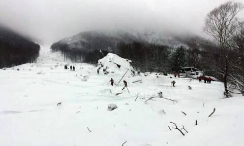 Ιταλία: Ανασύρουν ακόμα νεκρούς από το ξενοδοχείο Rigopiano - Έξι οι αγνοούμενοι (videos)