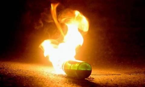 Επίθεση με βόμβες μολότοφ κατά διμοιρίας ΜΑΤ στην Χαριλάου Τρικούπη