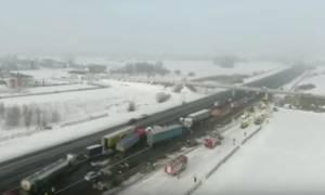 Ασύλληπτη καραμπόλα 40 οχημάτων στην Πολωνία - Δεκάδες τραυματίες (vid)