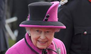 Βρετανία: Η νέα δημόσια εμφάνιση της βασίλισσας Ελισάβετ μετά το κρυολόγημα! (pics)