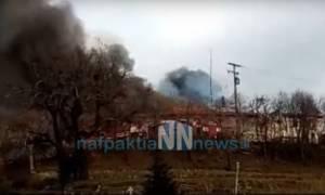 Ναύπακτος: Πυρκαγιά ξέσπασε στη Μονή Βαρνάκοβας (photo - video)
