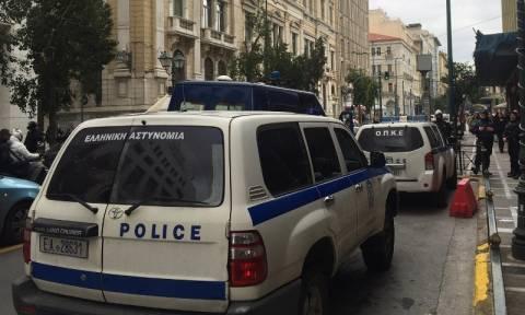 Εισβολή του «Ρουβίκωνα» στο υπουργείο Εργασίας (pics)