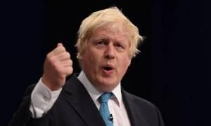 Ο Μπόρις Τζόνσον υπεραμύνθηκε της πρότασης για επίσκεψη του Ντόναλντ Τραμπ στη Βρετανία