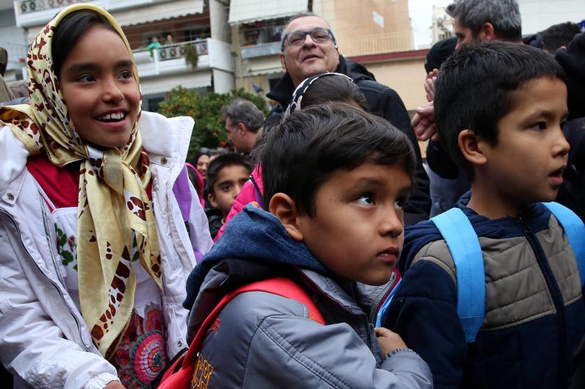 Στα θρανία του 15ου δημοτικού σχολείου Νίκαιας κάθισαν 27 προσφυγόπουλα (pics)