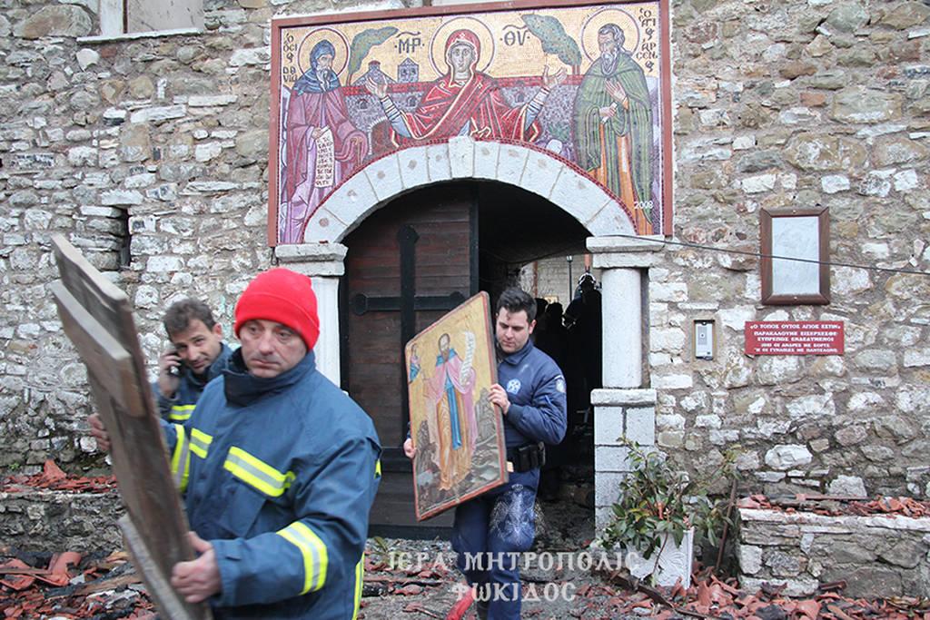 Νέες photo και video από την καμένη μονή της Βαρνάκοβας – Κραυγή αγωνίας του μητροπολίτη Φθιώτιδος