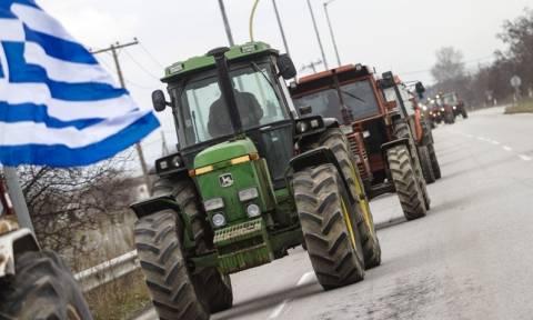 Μπλόκα αγροτών: Ενισχύονται και πληθαίνουν σε ολόκληρη τη χώρα
