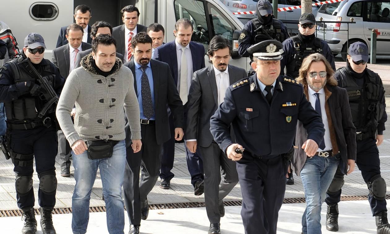 Παραμένουν κρατούμενοι οι 8 Τούρκοι στρατιωτικοί