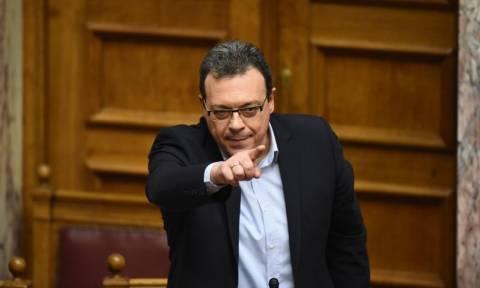 Ολομέλεια Βουλής - Φάμελλος: Η ΝΔ βάζει ακόμη πλάτη στους μεγαλοκαναλάρχες