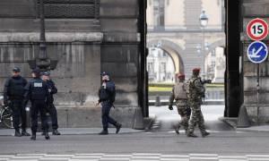 Παρίσι: Τρομοκρατική επίθεση στο Λούβρο - O δράστης φώναξε «Αλλάχου Άκμπαρ»