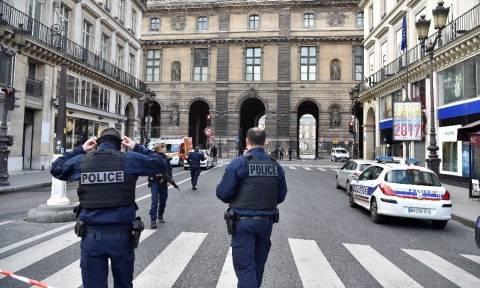 Παρίσι: Τρομοκρατική επίθεση στο Λούβρο - Δείτε LIVE εικόνα από το σημείο