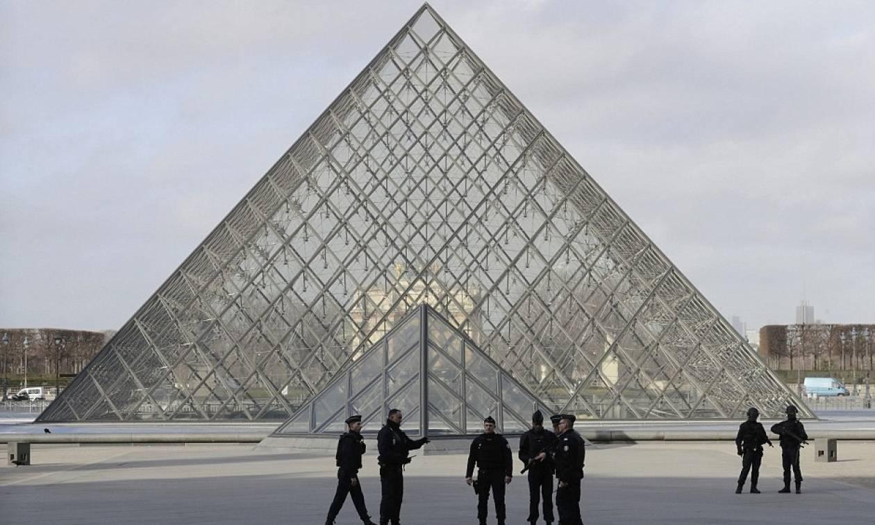 Η τρομοκρατική επίθεση στο Λούβρο ξύπνησε εφιάλτες στη Γαλλία (pics+vids)