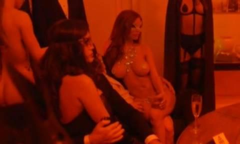 Ακατάλληλα βίντεo από το κλαμπ των οργίων όπου η Τζολί έκανε στοματικό σεξ σε αγνώστους