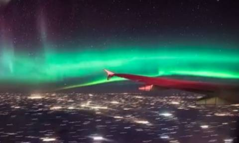 Μοναδικό βίντεο: Επιβάτης αεροσκάφους κατέγραψε γεωμαγνητική καταιγίδα!