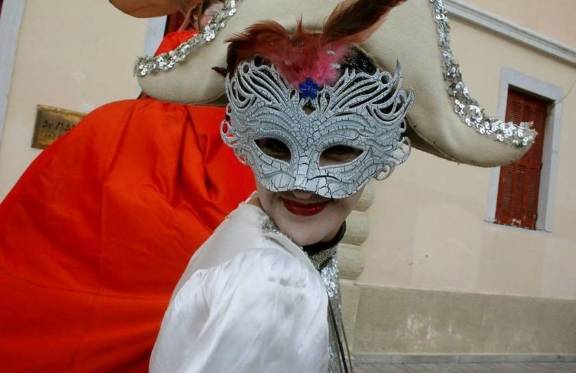 Ναύπλιο: Εντυπωσιακές εικόνες από την έναρξη του καρναβαλιού