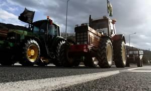 Μπλόκα αγροτών 2017: Κομμένη στα δύο η Ελλάδα - Ποιοι δρόμοι θα κλείσουν σήμερα Δευτέρα